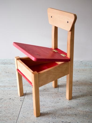 Kinderstoel met opbergvak